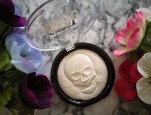 Makeup Revolution haunted lights Halloween highlighter