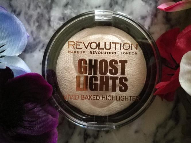 Makeup Revolution haunted lights Halloween highlighter
